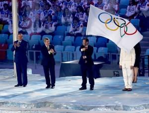 Soczi przekazuje olimpijską sztafetę dla południowokoreańskiego Pyeongchang          Fot. EPA-ELTA