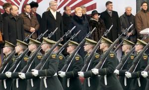 Na razie litewskie wojsko najlepiej reprezentuje się podczas parady — w rzeczywistości sytuacja jest o wiele smutniejsza Fot. Marian Paluszkiewicz