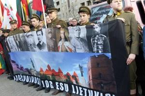 Tegoroczny marsz nacjonalistów zebrał kilka tysięcy uczestników i był największym w swojej kilkuletniej historii Fot. Marian Paluszkiewicz