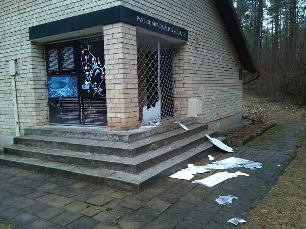 Zdewastowano muzeum ludobójstwa w Ponarach