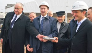 Wczoraj uroczystość zgromadziła gospodarzy stolicy i spółki, która zajmie się odnową tego targowiska Fot. Marian Paluszkiewicz
