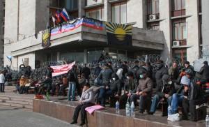 W poniedziałek, po zajęciu budynku obwodowej administracji, miejscowi separatyści, ogłosili niepodległą Republikę Doniecką i zwrócili się do Kremla o przyłączenie jej do Rosji Fot. ELTA