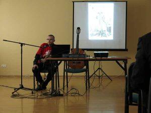 Koncert Dawida Hallmanna był przeplatany opowieścią o życiu Witolda Pileckiego<br/>Fot. Andrzej Gulbinowicz