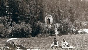 Odpoczynek na łące w trakcie pielgrzymki Fot. archiwum