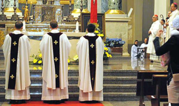 """I padło sakramentalne: """"Tyś kapłan na wieki"""""""