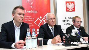 Radca-minister Henryk Szymański, kierownik wydziału promocji handlu i inwestycji ambasady RP w Wilnie (pośrodku) przedstawił ogólny zarys stosunków handlowo-gospodarczych Polski i Litwy Fot. Marian Paluszkiewicz
