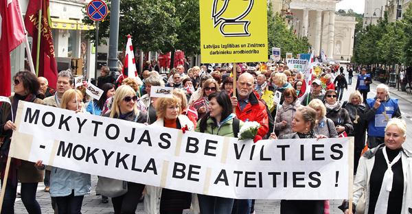 Nauczyciele żądali godnej płacy i grozili strajkami