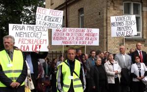 Jednym z celów protestu jest nagłośnienie na arenie międzynarodowej problemów dotyczących polskiej i innych mniejszości                         Fot. Marian Paluszkiewicz