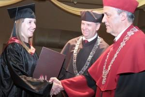 Dyplom z orłem w koronie jest szansą na udaną karierę Fot. Marian Paluszkiewicz