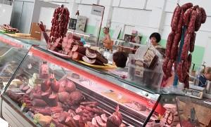Znaczący spadek cen w skupach, na przykład, mięsa na razie nie przekłada się na niższe ceny w sprzedaży detalicznej     Fot. Marian Paluszkiewicz