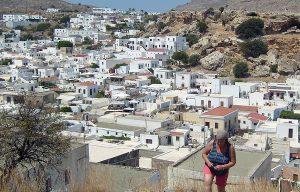 Widok z Akropolu na cudowne miasteczko Lindos Fot. Janina Biesiekierska