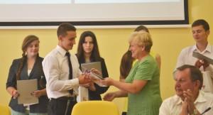 Uroczyste uhonorowanie najlepszych absolwentów podstołecznych szkół i gimnazjów