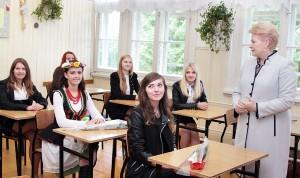W ławaryskiej szkole z polskim językiem nauczania prezydent spotkała się z maturzystami Fot. Marian Paluszkiewicz