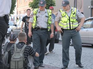 Początek roku szkolnego dla funkcjonariuszy policji to przede wszystkim wzmożone kontrole drogowe i kontrola spożywania alkoholu wśród nieletnich Fot. Marian Paluszkiewicz