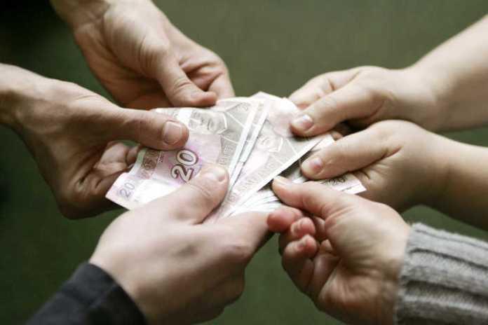 """Władze """"wzbogacą"""" emerytów"""