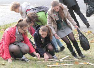 Największą frajdę podczas sadzenia miała młodzież Fot. Marian Paluszkiewicz