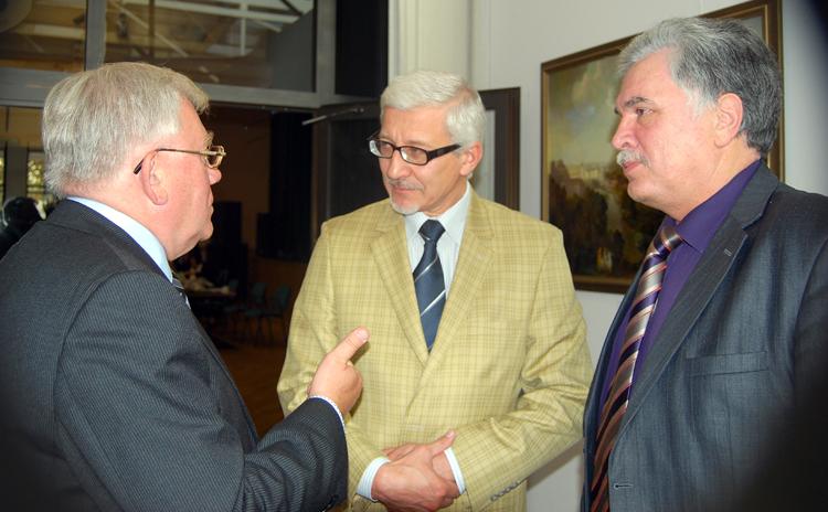 Janusz Ptak, sekretarz generalny EFPSNT, Bogusław Grużewski prof. UW oraz Henryk Malewski, prezes SNPL podczas konferencji Fot. Stanisław Olszewski