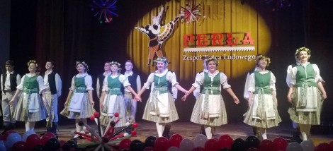Zespół w swoim repertuarze prezentuje barwne i ciekawe tańce polskie, litewskie, ukraińskie, włoskie oraz układy klasyczne