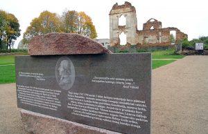 Staraniami samorządu rejonu solecznickiego umieszczono tablicę pamiątkową, zadbano o uporządkowanie terenu Fot. Marian Paluszkiewicz