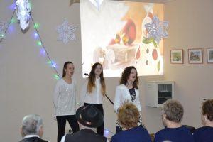 Uczniowie zaprezentowali publiczności swoje talenty wokalne