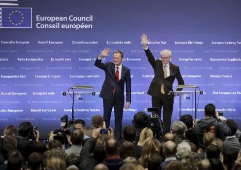 Donald Tusk i Van Rompuy podczas uroczystości zmiany warty na stanowisku przewodniczącego Rady Europy Fot. EPA-ELTA