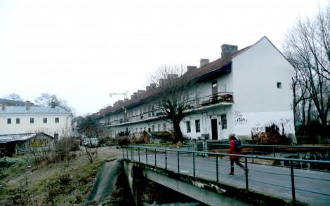 Dom na Młynowej od strony podwórka, w którym mieszkał z żoną Natalią Konstanty Ildefons Gałczyński Fot. Justyna Giedrojć
