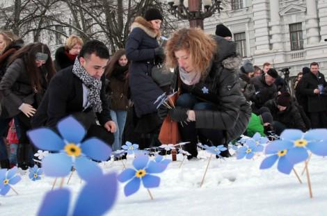 Dziś symbolem tragicznych wydarzeń 13 stycznia 1991 roku na Litwie stają się niezapominajki, które mają przypominać nam o poległych w obronie niepodległości kraju Fot. Marian Paluszkiewicz