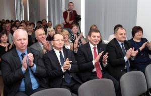 Goście święta nagradzali występy uczniów hucznymi brawami Fot. Marian Paluszkiewicz