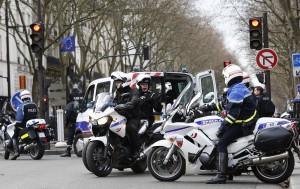 Tydzień po zamachach w Paryżu Francuzi nadal są w szoku Fot. EPA-ELTA