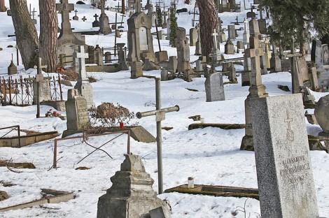 Plany uporządkowania Rossy przewidują umocnienie wzgórza, odnowienie zabytkowych pomników, znajdujących się w stanie awaryjnym  Fot. Marian Paluszkiewicz