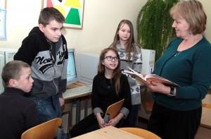 Uczniowie są dumni ze swojej szkoły i chętnie biorą udział w jej życiu Fot. Marian Paluszkiewicz