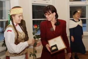 """Nagrodę III stopnia w nominacji """"Za osiągnięcia w dziedzinie kapitału społecznego (obywatelstwa)"""" otrzymała Audronė Žičkutė - dyrektor Regionalnego Parku Wilii"""