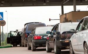 Liczba samochodów osobowych przekraczających granicę litewsko-białoruską i białorusko-litewską zmniejszyła się, ale nie tak drastycznie Fot. Marian Paluszkiewicz
