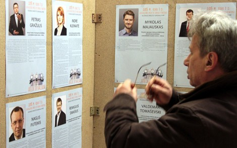 Przed wyborami polityce prześcigali się w składaniu obietnic wyborczych tak samo ochoczo, jak dziś starają się od nich odciąć się     Fot. Marian Paluszkiewicz