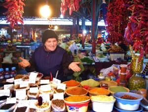 Tradycyjny kaukaski rynek: hałaśliwy, barwny i pachnący wszelkiego rodzaju przyprawami Fot. Brygita Łapszewicz
