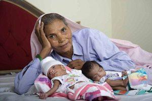 Najstarsza matka na świecie — Omkari Singh — w roku 2008 urodziła bliźnięta, będąc w wieku 70 lat                              Fot. archiwum