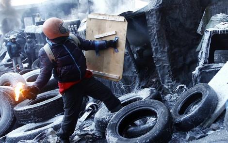 Po roku od demokratycznych wyborów prezydenckich na Ukrainie coraz bardziej aktualnym pytaniem staje się, czy kraj stoi przed trzecim Majdanem?      Fot. archiwum