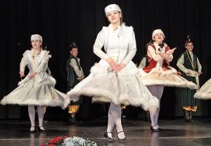 """Przed delegatami wystąpił młodzieżowy zespół taneczny """"Sto Uśmiechów"""" Fot. Marian Paluszkiewicz"""