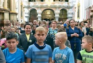 We Mszy św. w intencji obrony oświaty polskiej wzięło udział około tysiąca osób Fot. L24.lt