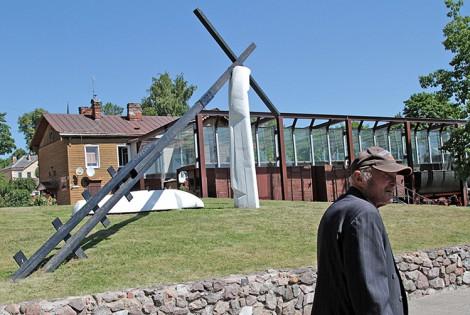 Pomnik i memoriał w Nowej Wilejce upamiętnia i znaczy początek drogi 135 tys. litewskich zesłańców, z których około 30 tys. nie przeżyło tej drogi    Fot. Marian Paluszkiewicz