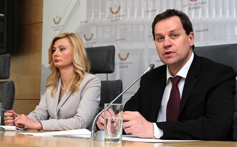 Europoseł Waldemar Tomaszewski oraz posłanka Rita Tamasuniene przedstawili wyniki wyborów Fot. marian Paluszkiewicz