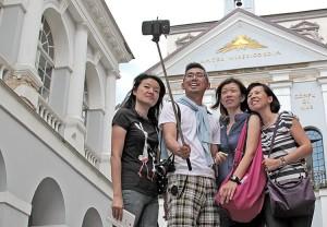 Turyści chwalą wygląd stoisk na kółkach Fot. Marian Paluszkiewicz