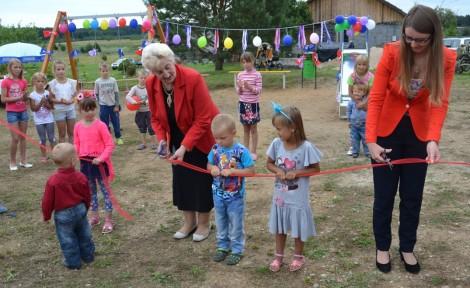 Święto otwarcia placyku zabaw sprawiło wszystkim wiele radości i śmiechu