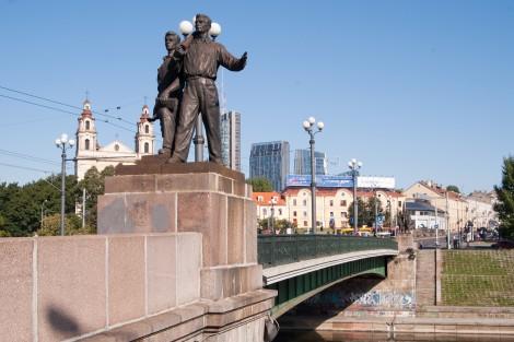 Już w przyszłym tygodniu rozpoczną się prace związane z usunięciem rzeźb z najbardziej znanego wileńskiego mostu Fot. Marian Paluszkiewicz