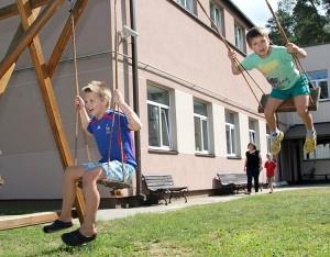 """Kto z nas szybszy, a raczej, kto się wyżej wzniesie do góry — taka """"męska"""" rywalizacja Fot. Marian Paluszkiewicz"""