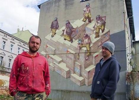 Na ścianie w Bydgoszczy Sepe i Chazme nakreślili historię żebraka przeistaczającego się w bogacza i z powrotem w żebraka  Fot. archiwum