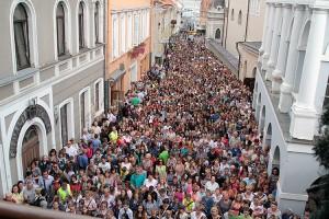 W nabożeństwie przed Ostrą Bramą uczestniczyło około 1 000 uczniów polskich szkół, ich rodziców i nauczycieli Fot. Marian Paluszkiewicz