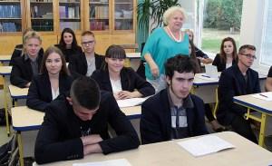 """Zapowiadana akcja protestacyjna tylko częściowo była """"strajkiem pustych ławek"""", ponieważ uczniowie części wileńskich szkół przyszli jednak na zajęcia Fot. Marian Paluszkiewicz"""