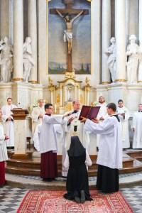 Modlitwa i ostatnie błogosławieństwo arcybiskupa Fot. archiwum