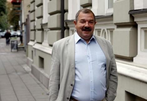 Przewodniczący Konfederacji Związków Zawodowych Litwy Artūras Černiauskas nawołuje do wzięcia udziału w pikiecie Fot.ELTA